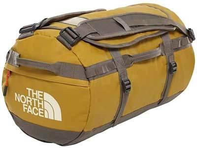 Marca North Face... mochila de viaje resistente.