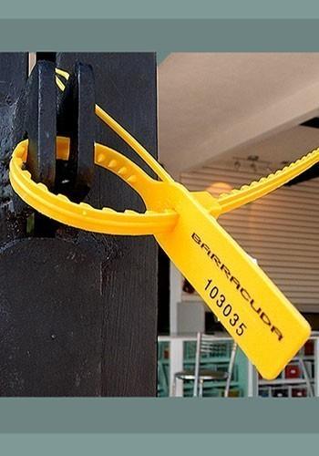precintos con la tira dentada de seguridad.